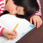 中国の子供、宿題に3時間で世界の3倍 深刻な睡眠不足 親も疲弊